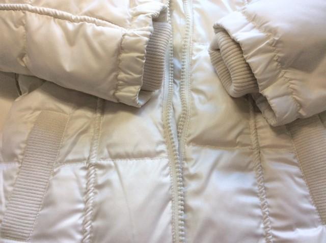 ポケットや袖元の黒いシミが取れてキレイな白さになったダウンコート